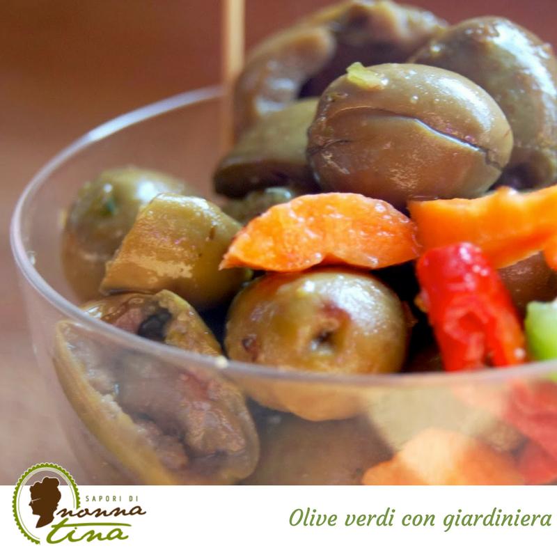 Olive verdi con giardiniera